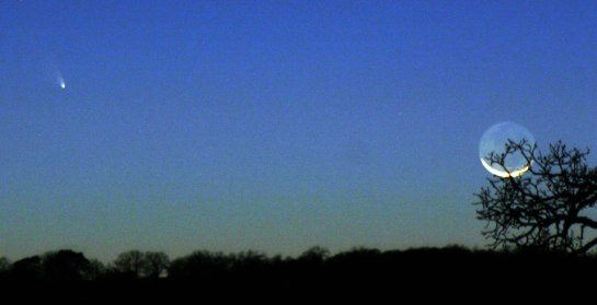 David Hillis in Texas Photographs Comet PanSTARRS